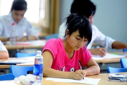 Khoảng 200.000 thí sinh bắt đầu làm bài thi cao đẳng