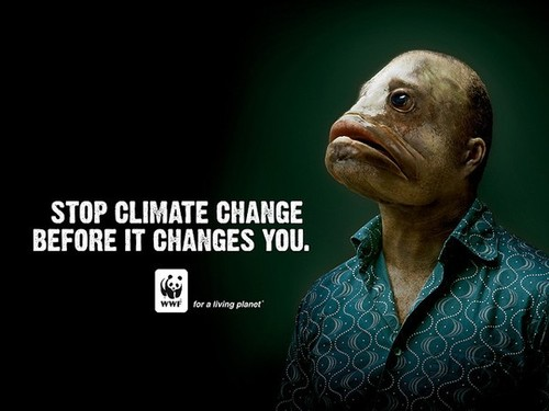 Ngừng biến đổi khí hậu trước khi nó biến đổi bạn chính là thông điệp của bức poster này. Hình ảnh người đàn ông với khuôn mặt giống cá không phải một sự mô tả chính xác về mặt sinh học. Song nó gây ấn tượng mạnh nếu nghĩ về tương lai: khi Trái đất nóng lên, mực nước biển tăng và nhấn chìm tất cả, con người sẽ phải thở bằng mang nếu như muốn tồn tại.