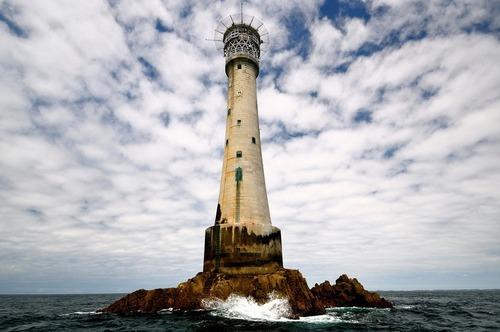 Lạ & Cười - Ngọn hải đăng trên hòn đảo nhỏ nhất thế giới (Hình 4).