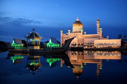 Sultan-Omar-Ali-Saifuddin-Mosque-02-1024