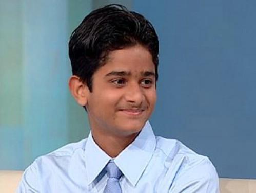 Đến từ Ấn Độ, Akrit Pran Jaswai trở thành người nổi tiếng khi lần đầu tiên thực hiện ca phẫu thuật lúc mới 7 tuổi. Ca phẫu thuật được thực hiện để tách các ngón tay bị bỏng dính vào nhau của một nạn nhân nhí  8 tuổi. Mặc dù hiện tại, Akrit chưa được phong làm bác sĩ chính thức, nhưng cậu đã được các chuyên gia trong giới tôn trọng và mệnh danh là thiên tài y học. Sau này, Akrit theo học chuyên ngành y lúc 12 tuổi và chuẩn bị tốt nghiệp khoá học thạc sĩ trong lĩnh vực Hoá học ứng dụng ở tuổi 17. Hiện nay, Akrit đang tham gia nghiên cứu để tìm ra phương pháp chữa căn bệnh ung thư.