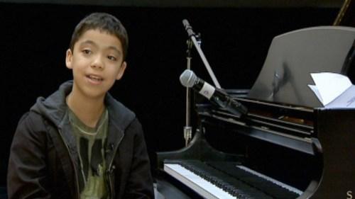 Ethan Bortnick là thần đồng chơi nhạc, là nhà soạn nhạc kiêm diễn viên. Cậu bé bắt đầu chơi đàn lúc 3 tuổi. Đến khi 5 tuổi, cậu có thể sáng tác nhạc. Buổi trình diễn đầu tiên của Ethan trên truyền hình vào năm 2007 đã mở đầu cho một loạt show biểu diễn sau đó. Cậu tự hào là người giữ kỷ lục Guiness khi được công nhận là nhạc sĩ solo có tour diễn riêng trẻ nhất thế giới. Lúc 10 tuổi, Ethan là ngôi sao trẻ tuổi nhất được mời biểu diễn tại Las Vegas.