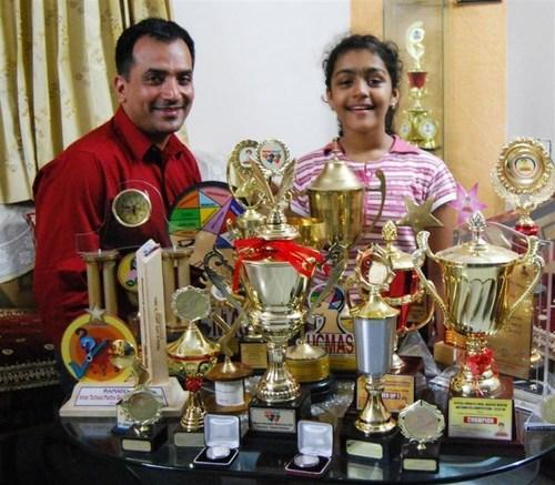 Priyanshi Somani là thần đồng tính toán đến từ Ấn Độ. Cô có khả năng tính nhẩm đặc biệt khi mới 6 tuổi và đến năm 11 tuổi, cô là thành viên trẻ nhất tham gia cuộc thi tính nhẩm của thế giới tổ chức năm 2010. Priyanshi đánh bại 36 đối thủ khác đến từ 16 quốc gia khác nhau và giành giải quán quân với cách giải quyết căn bậc hai của 10 số có sáu chữ số trong khoảng thời gian kỷ lục: 6 phút 51 giây.  Ấn tượng hơn, cô bé là thí sinh duy nhất trong lịch sử cuộc thi tính nhẩm chính xác 100% ở các tất các phần thi. Cô trở thành người giữ kỷ lục thế giới mới về tính nhẩm căn bậc hai vào tháng 1 năm 2012 khi cô tính chính xác căn bậc 2 của 10 con số có sáu chữ số trong 2 phút 43 giây.