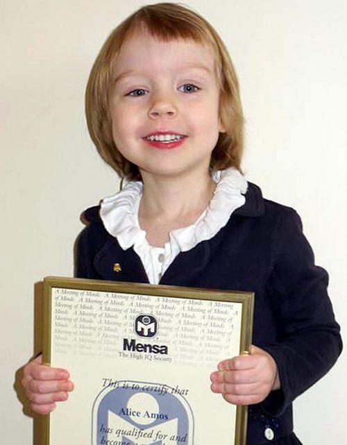 Với chỉ số IQ lên tới 162, cô bé Alice Amos vừa được công nhận là thành viên trẻ nhất của Mensa - tổ chức của những người có chỉ số thông minh cao.