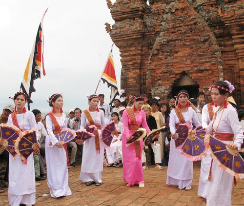 Le-hoi-Kate-Bao-Ninh-Thuan-1375240014_50