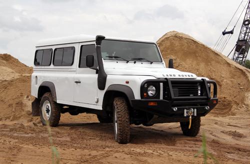Range-Rover-Defender-2-1375776273_500x0.
