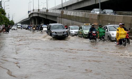 Hà Nội mưa trên 80 mm, nhiều tuyến phố bị ngập