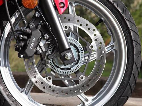 how-motorcycle-abs-works-64330-2-1376270