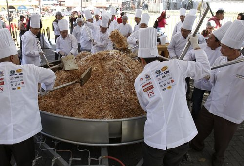 these-52-chefs-set-the-world-record-in-f