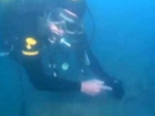 Thợ lặn của cảnh sát Ý khảo sát con tàu chìm - Ảnh Live Science