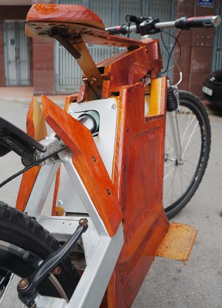 Dân chơi xe Hà Nội : Xe đạp điện tự chế bằng gỗ rất độc đáo 8