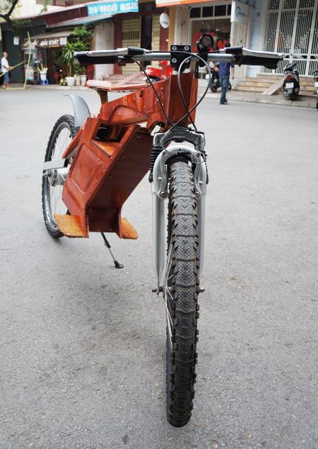 Dân chơi xe Hà Nội : Xe đạp điện tự chế bằng gỗ rất độc đáo 5