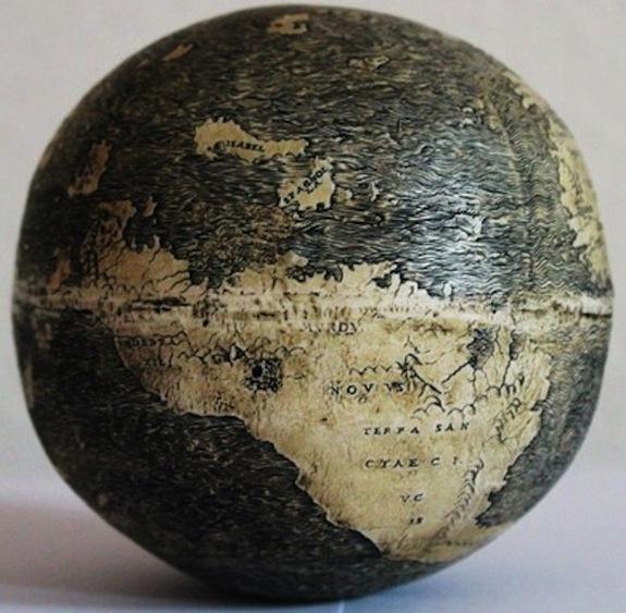 Hình ảnh thế giới trên quả trứng đà  điểu    Ảnh: Washington Map Society