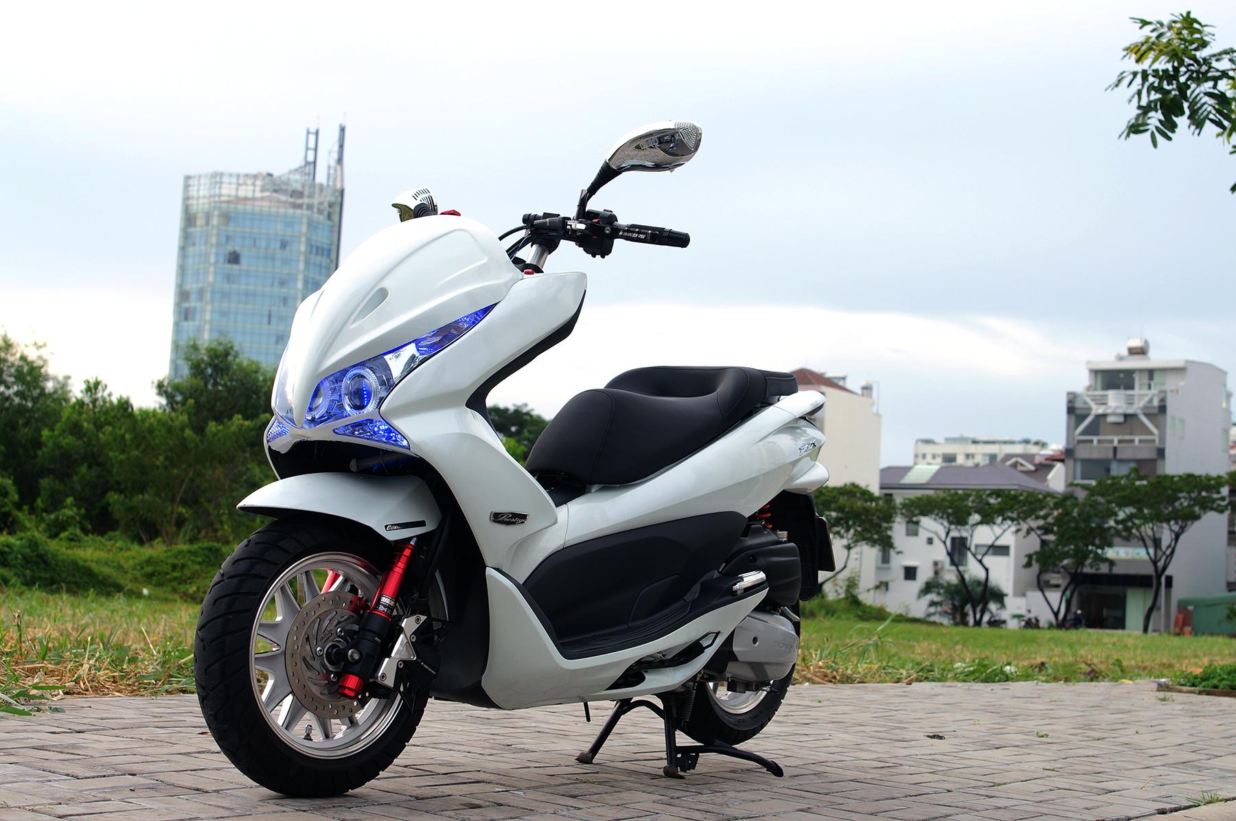 Honda PCX độ thời trang của dân chơi Việt