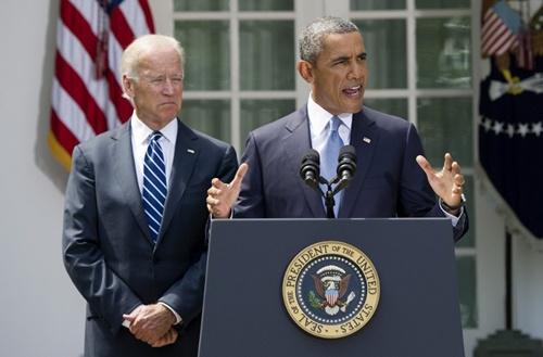Tổng thống Mỹ Barack Obama hôm qua phát biểu tại Nhà Trắng. Bên trái là Phó tổng thống Joe Biden. Ảnh: AFP