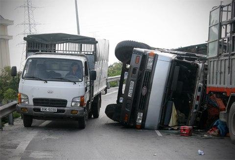 Hơn 30.000 xe tải vi phạm an toàn giao thông Hà Nội