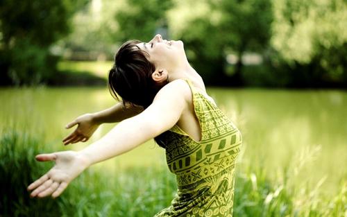 Bạn hạnh phúc hơn khi nghĩ về kinh nghiệm hạnh phúc