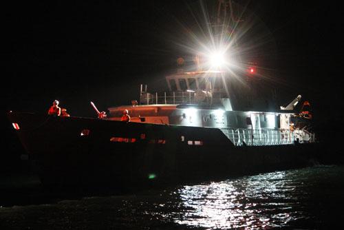 0h30 sáng 18/9, 4 người còn lại trong số 8 ngư dân được cứu sống trên tàu cá Tiền Giang bị tàu hàng Sima Saphire (quốc tịch Singapore) đâm chìm ở ngoài khơi biển Vũng Tàu được tàu SAR 413 đưa về đến Trung tâm phối hợp tìm kiếm cứu nạn hàng hải khu vực 3 (Vũng Tàu). Thi thể nạn nhân Chung Đức Hùng (45 tuổi) cũng được đưa về cùng trên chuyến tàu.