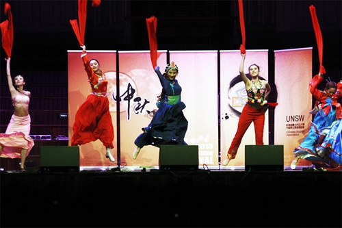 [Caption]Students perform on stage during a gala to celebrate the Mid-Autumn Festival in Sydney