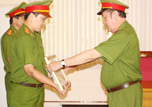 khen-thuong-vu-pha-an-gia-d-3202-1379685