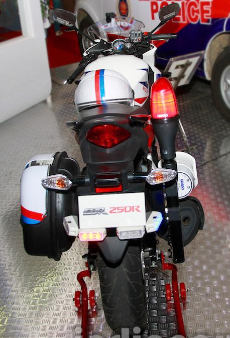 Honda-CBR-250R-Police-Model-re-5165-4464