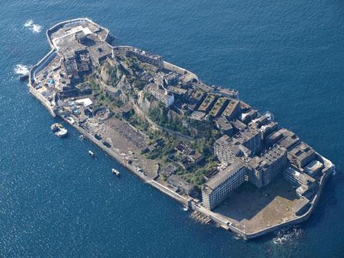"""""""Chiến hạm"""" Hashima từng là một mỏ khai khoáng vô cùng nhộn nhịp từ năm1887 tới 1974"""