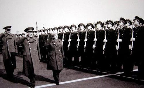 10/3/1977, Đại tướng dẫn đầu một phái đoàn quân sự của Việt Nam thăm Liên Xô theo lời mời của Nguyên soái Dmitry Ustinov. Ảnh: