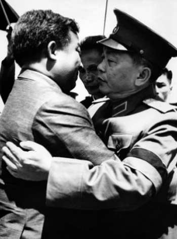 [Caption]North Vietnamese Defense Minister and Vice Premier Gen. Vo Nguyen Giap, right, welcomes Norodom Sihanouk, Cambodia's chief of state, to the funeral for North Vietnamese President Ho Chi Minh in Hanoi on Sept. 25, 1969