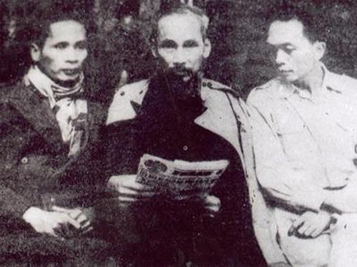 Bác Hồ với đồng chí Phạm Văn Đồng, Đại tướng Võ Nguyên Giáp tại ATK Định Hóa.