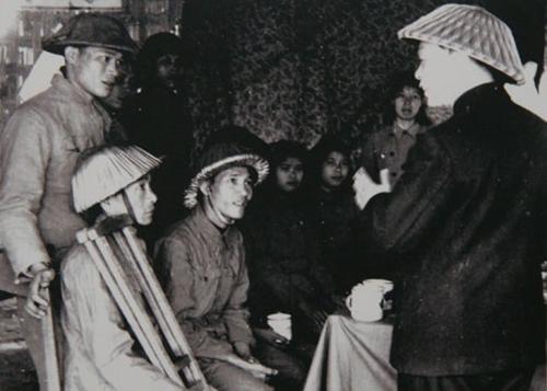 Sau chiến thắng Điện Biên Phủ, đại tướng đi thăm thương bệnh binh (1954)