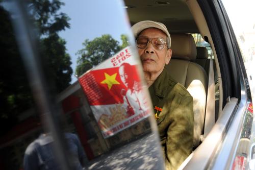 Từ nhiều tỉnh thành khác nhau, người dân vượt đườngviếng đại tướng. xa về Hà Nội