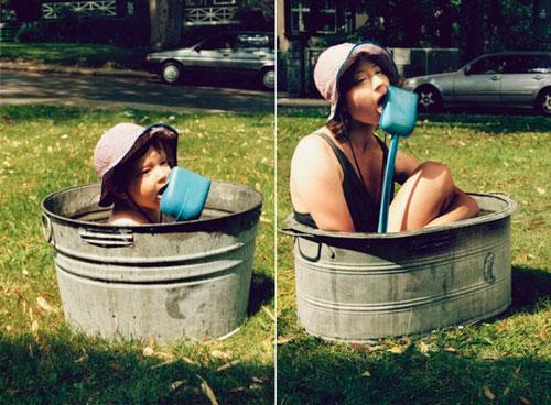 Cô gái trở về tuổi thơ, ngày tắm trong chậu sắt quen thuộc.