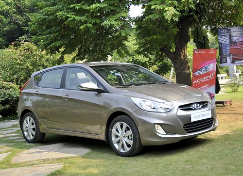 Hyundai Accent 5 cửa giá 569 triệu đồng
