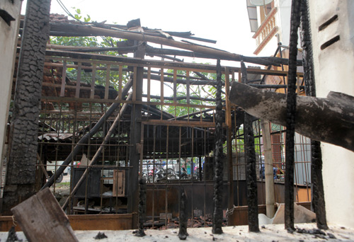 có 6 nhà bị sập, cháy cần phải làm mới (Võ Lao 5 nhà, Khải Xuân 1 nhà); 877 hộ, cơ quan bị thiệt hại nặng như nứt tường, bay mái nhà&471 hộ bị thiệt hại nhẹ.