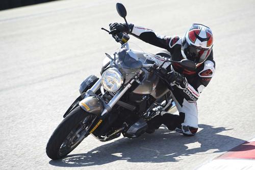 Motorcycle-Cornering-Knee-Drag-4697-8289