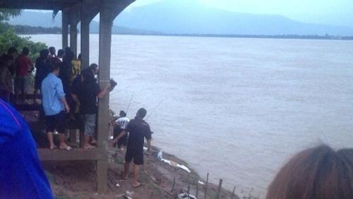 Tai nan may bay o Lao | hinh anh vu may bay roi | hien truong may bay roi o lao  Tai nạn máy bay ở Lào: Hình ảnh hiện trường trên sông Mekong lao 2 1714 1381973759