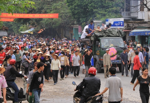 Gia đình sản phụ mang quan tài diễu phố nhận 'hỗ trợ' 150 triệu