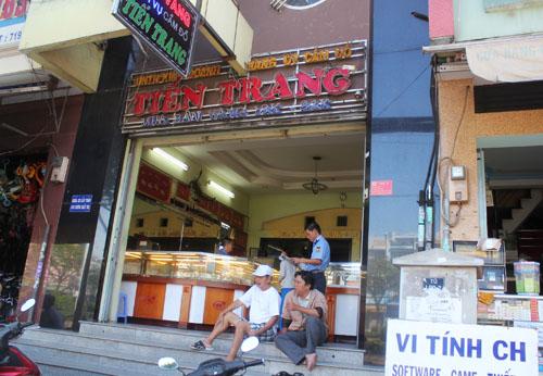 Tiệm vàng Tiến Trang nằm khu vực đông đúc. Nhiều người vẫn không hiểu hành động cướp kỳ lạ của Nam. Ảnh: An Nhơn
