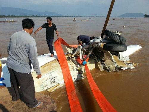 Boonmexay Khanthayongthong, chief diver from the team that recovered the part of the plane, said they did not find the black box or bodies in the aircraft, but only found luggage.   Please credit and share this article with others using this link:http://www.bangkokpost.com/breakingnews/375860/part-of-crashed-lao-airlines-plane-lifted-from-the-mekong. View our policies at http://goo.gl/9HgTd and http://goo.gl/ou6Ip. © Post Publishing PCL. All rights reserved.