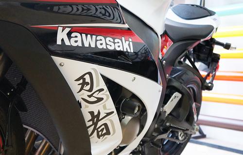 kawasaki-zx-10r-11.jpg