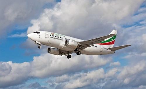 Boeing 737-500 là loại phản lực hai động cơ, thường dùng cho các chặng bay tầm ngắn và trung, được giới thiệu từ năm 1987. Nó có thể chở đến 132 hành khách. Ảnh minh họa: AFP.