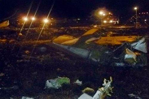 """""""Phi công cố gắng hạ cánh lần thứ hai. Chiếc máy bay mất dần độ cao rồi lao xuống đất"""", nữ phát ngôn viên của Cơ quan Vận tải hàng không liên bang Rosaviatsiya cho biết. Sân bay Kazan sau đó phải đóng cửa. Ảnh:"""
