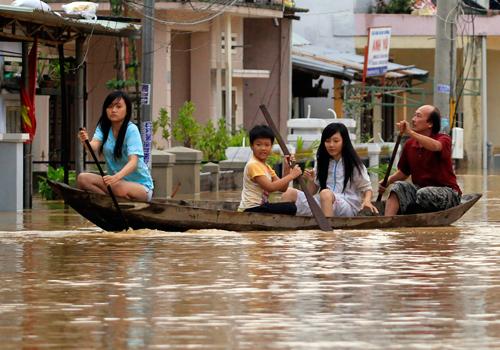 Mưa lũ xuất hiện liên tiếp được cho là một trong những hậu quả của biến đổi khí hậu. Ảnh minh họa: Nguyễn Đông.