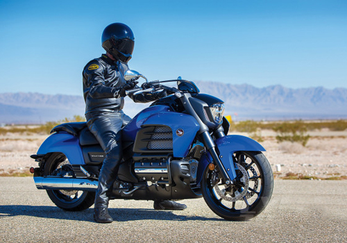 2014-Honda-Valkyrie-action-1-590x393.jpg