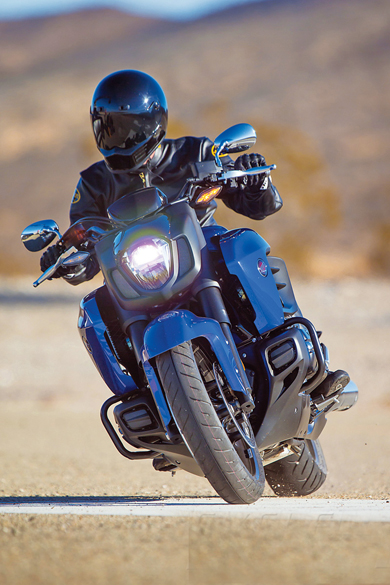 2014-Honda-Valkyrie-action-2-6679-138494