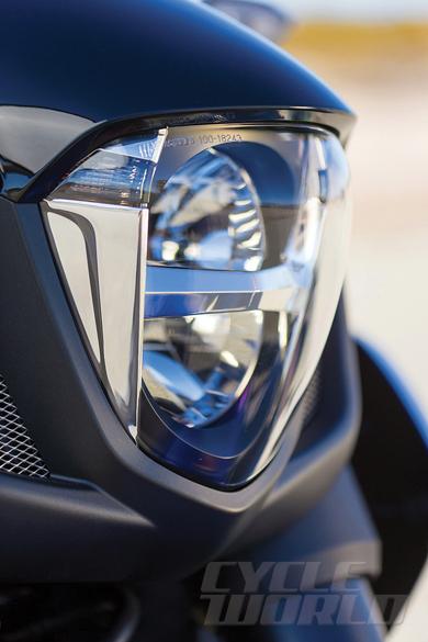 2014-Honda-Valkyrie-headlight_1384943069