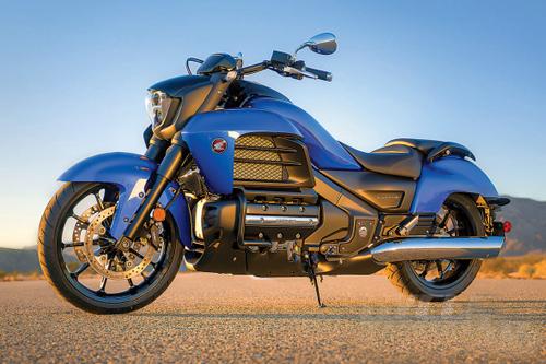2014-Honda-Valkyrie-static-1-590x393.jpg