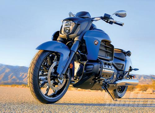 2014-Honda-Valkyrie-static-2.jpg