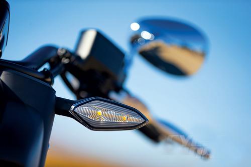 2014-Honda-Valkyrie-turn-signal.jpg