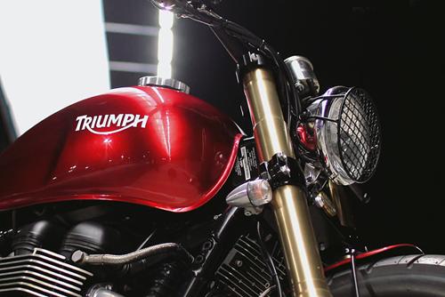 2008-triumph-bonneville-3.jpg